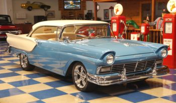 1957 FORD FAIRLANE FUEL INJECTED – DRESDEN BLUE / COLONIAL WHITE full