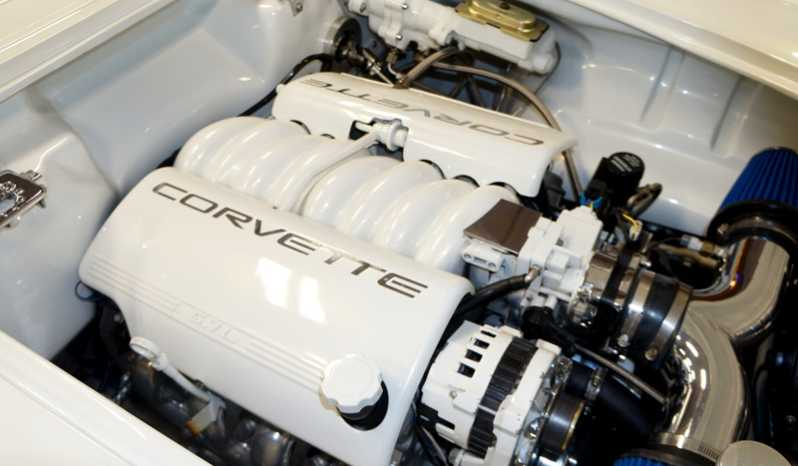 1960 Chevrolet Corvette – White Gold Crystal full