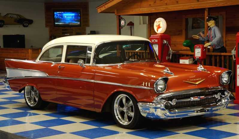 1957 Chevrolet 210 Sedan – Sierra Gold / White full