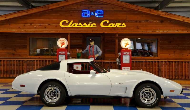 1979 Chevrolet Corvette T-Tops – Classic White full