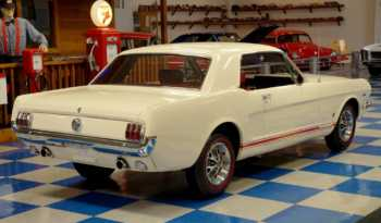 1966 Ford Mustang GT – Wimbledon White / Red full