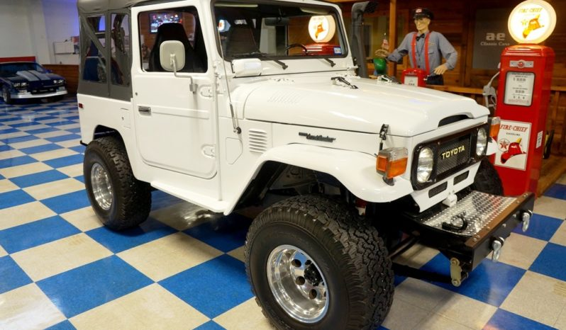 1980 Toyota Land Cruiser FJ40 – White / Black full